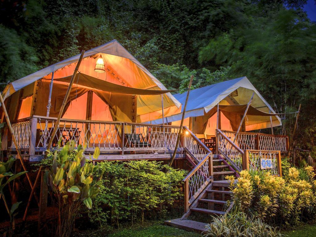 เที่ยวล่องแพสุดคุ้มกับคูปอง agoda ที่พักในจังหวัดกาญจนบุรี ให้ได้ชื่นชมธรรมชาติและได้ถ่ายรูปสวย ลดราคาที่พักสูงสุด 79% พร้อมรับเงินคืนจากShopBack!