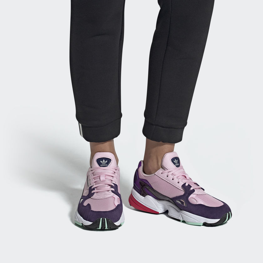 ลดราคาสูงสุด 40% โค้ดส่วนลด Adidas FALCON รองเท้ารุ่นสุดฮิต ซื้อออนไลน์ได้แล้ววันนี้!