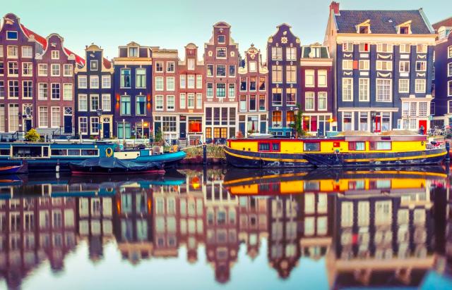 สำหรับเมือง Amsterdam เป็นจุดหมายปลายทางอีกที่หนึงที่คนสให้ความสนใจ อโกด้า ลดราคา ห้องพักและโรงแรมมากมายที่มีให้เลือกถึง 491 แห่ง