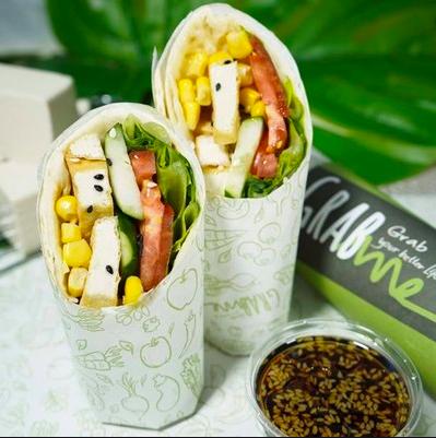 ร้าน Grab Me Salad and Moo ที่อโศก มีโปรโมชั่น LINE MAN พิเศษซื้อ 1แถม1 เมื่อสั่งเมนูโปรโมชั่นในหน้าเพจของร้าน
