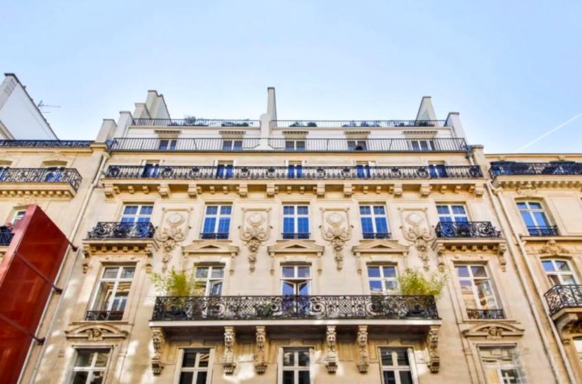 ที่พักในกรุงปารีส Champs-Élyséesรูปสามเหลี่ยมทองคำแบนพร้อมชั้นลอย มาพร้อมส่วนลด airbnb ที่ราคาเริ่มต้นเพียงแค่ 1,955 บาท