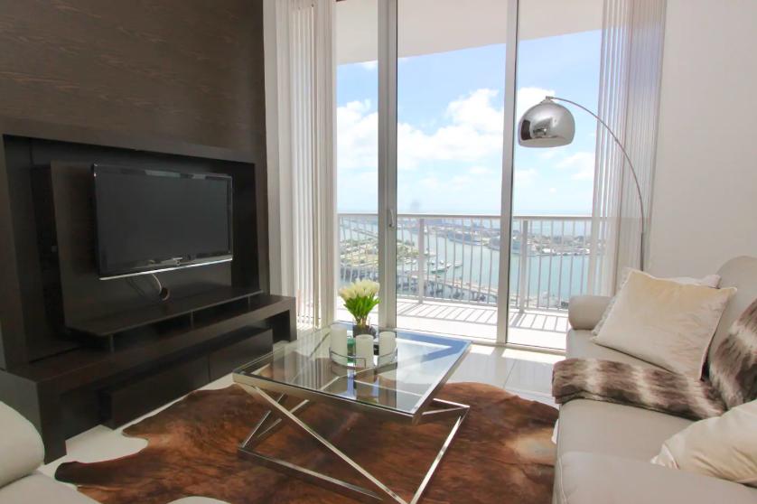 ดีลสุดพิเศษ penthouse วิวทะเลในเมือง miami ราคาเพียงแค่ 2,294 บาทต่อคืน