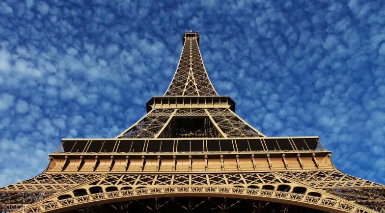 Klook มีส่วนลดสำหรับ บัตรเข้าชมหอไอเฟล (Eiffel Tower) ด้วยช่องทางพิเศษ  ด้วยราคาเพียงแค่ 1,561 บาท