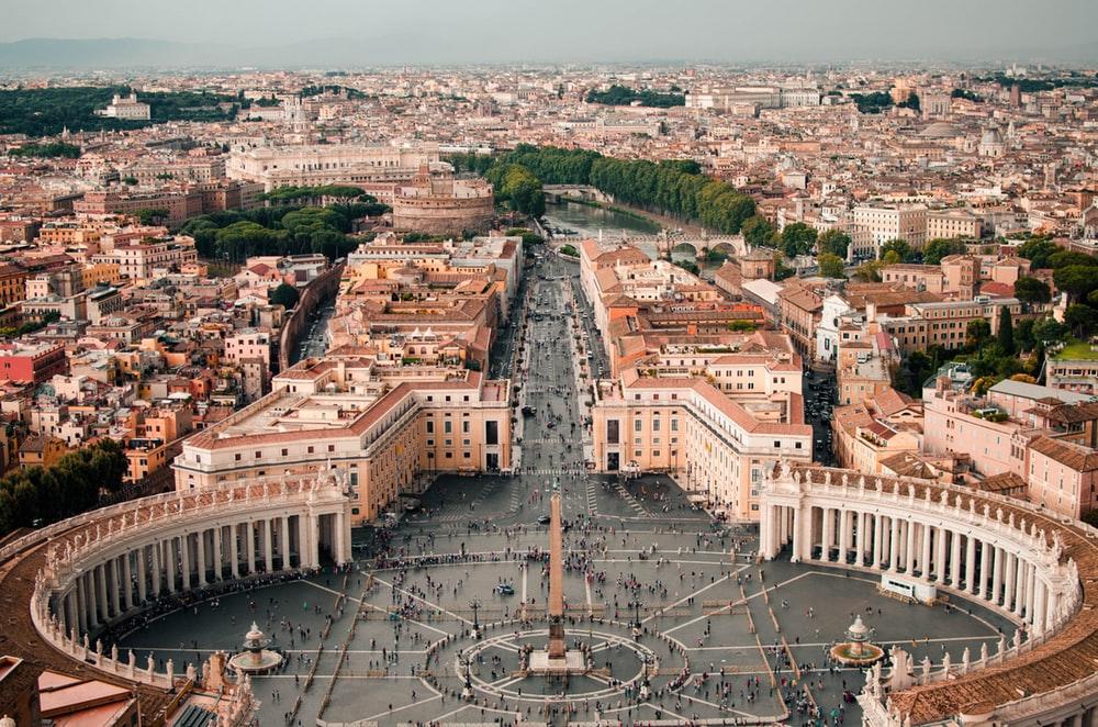 ส่วนลด booking สำหรับการเช่ารถในตัวเมือง Rome กับราคาที่เริ่มต้นเพียง 191 บาทต่อวันเท่านั้น