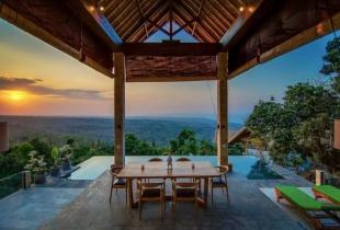 airbnb ส่วนลด ที่พักใน Bali, Indonesia บ้านทั้งหลังที่มีดีไซน์โมเดิร์นมาก มีสระว่ายน้ำส่วนตัว  วิว180องศา เริ่มต้นคืนละ 5,000 บาทเท่านั้น