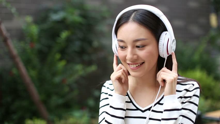 ซื้อหูฟังร้านมั่นคงรับเงินคืน 0.50%